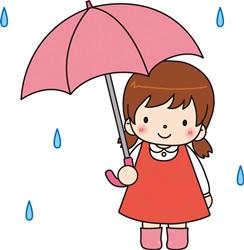 傘をさす園児