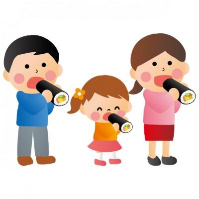 恵方巻きを食べる家族